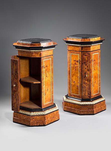 Zwei Säulenschänkchen