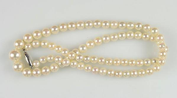 Feine Perlenkette