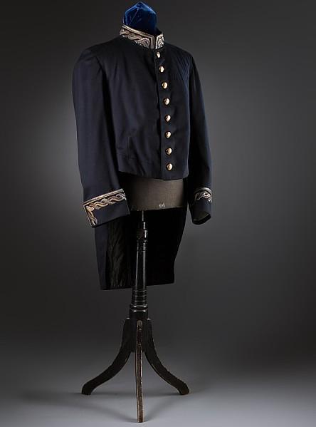 Galauniform mit Epauletten und Zweispitz