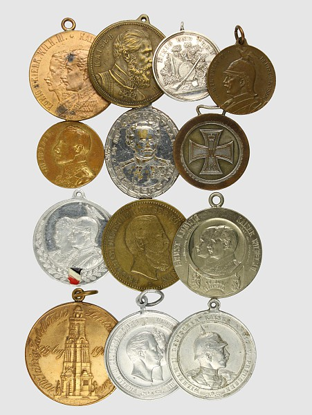 Konvolut von 13 patriotischen Medaillen
