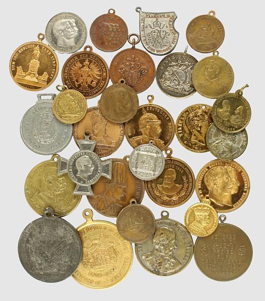 Konvolut von 43 patriotischen Medaillen