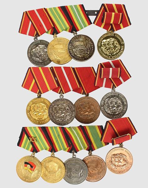 Konvolut von 13 Medaillen: