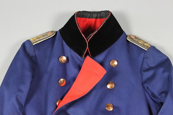 Uniformrock und Mantel