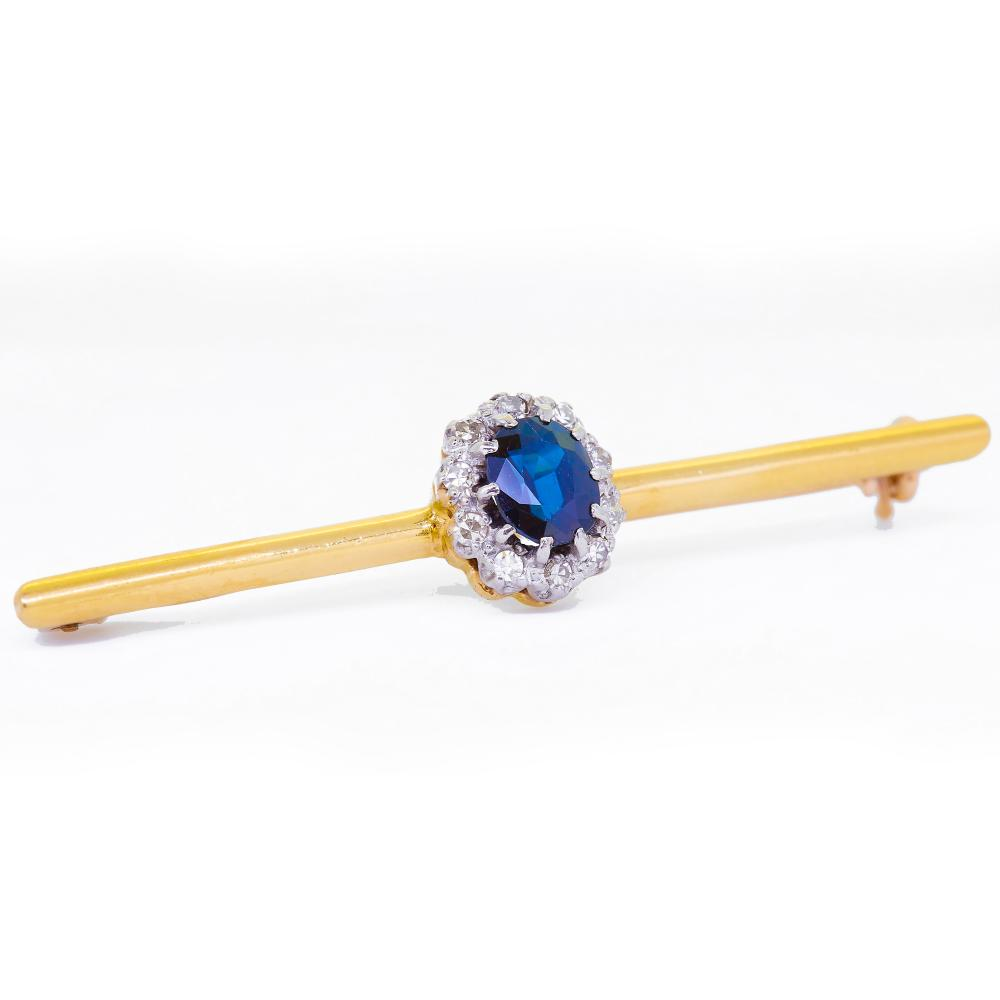 - NO RESERVE - SAPPHIRE AND DIAMOND CLUSTER BROOCH