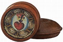 Reliquiendöschen, Um 1800. Holz gedrechselt. Innen unter Glas farbige Maler