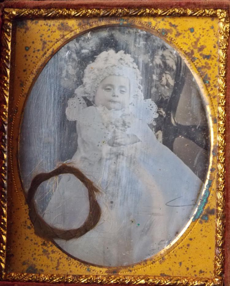 """Important set of two daguerreotypes of girl """"Post Mortem"""": 1) Of 1/4 of plate """"Institutriz y en su falda la joven niña retratada de vestido con dos juguetes"""" with passeout simil carey and damaged pasta frame. On the back label of """"PHOTOGRAHIE ET DAGUEREOTYPE PAR CHASSEVENT"""" .2) Of 1/6 plate """"Niña de vestido sentada sobre sillón """" with a gold-tinted passepartout and decorated morocco case """"Birds and flowers"""" with faults. Between the glass and the daguerreotype there is a relic with the girl's hair."""