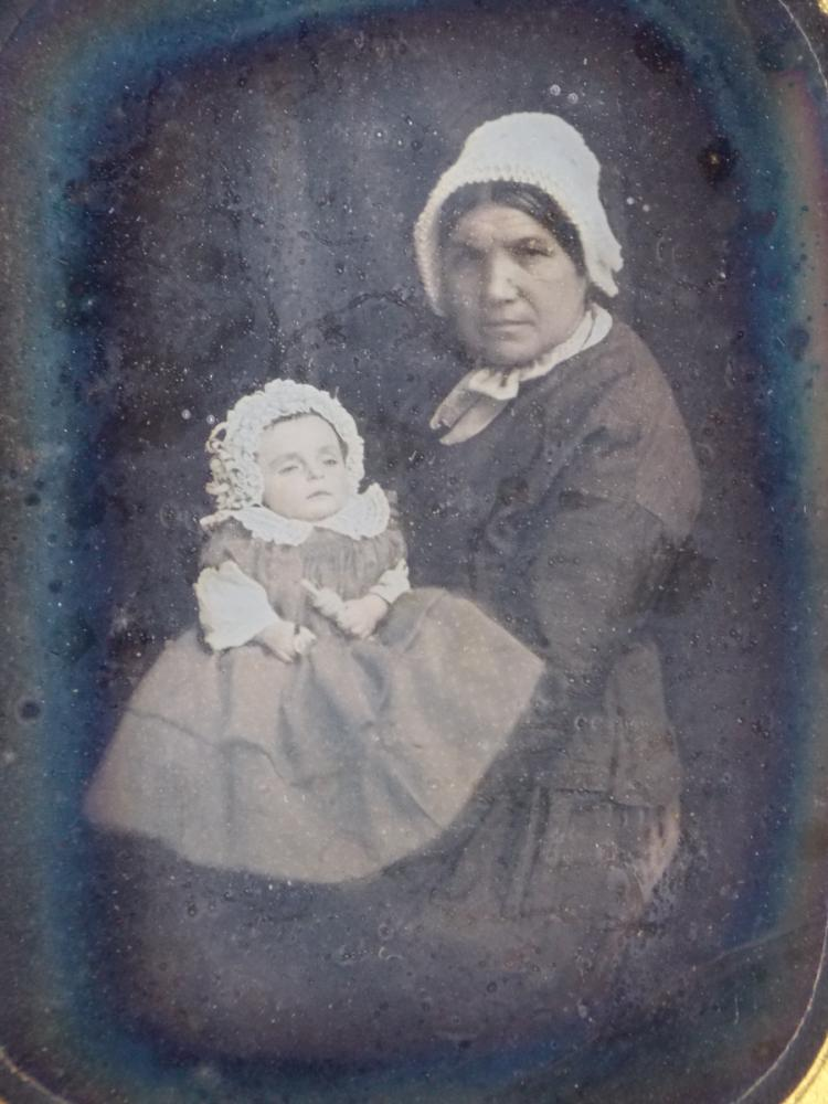 Important set of two daguerreotypes of girl