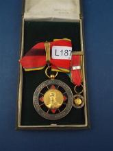 A COLOMBIAN GILT METAL AND ENAMEL AWARD MEDAL