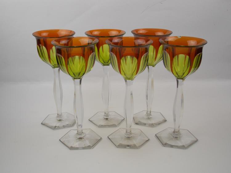 A SET OF CRYSTAL GLASSES