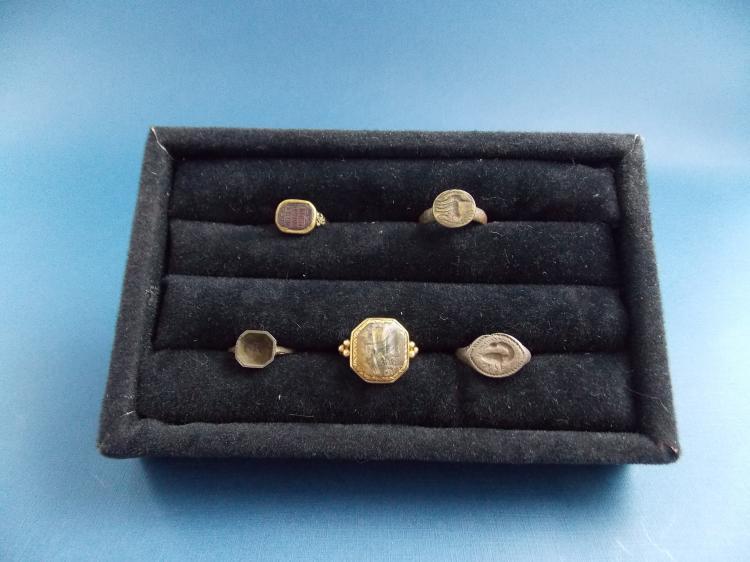 FIVE SEAL RINGS