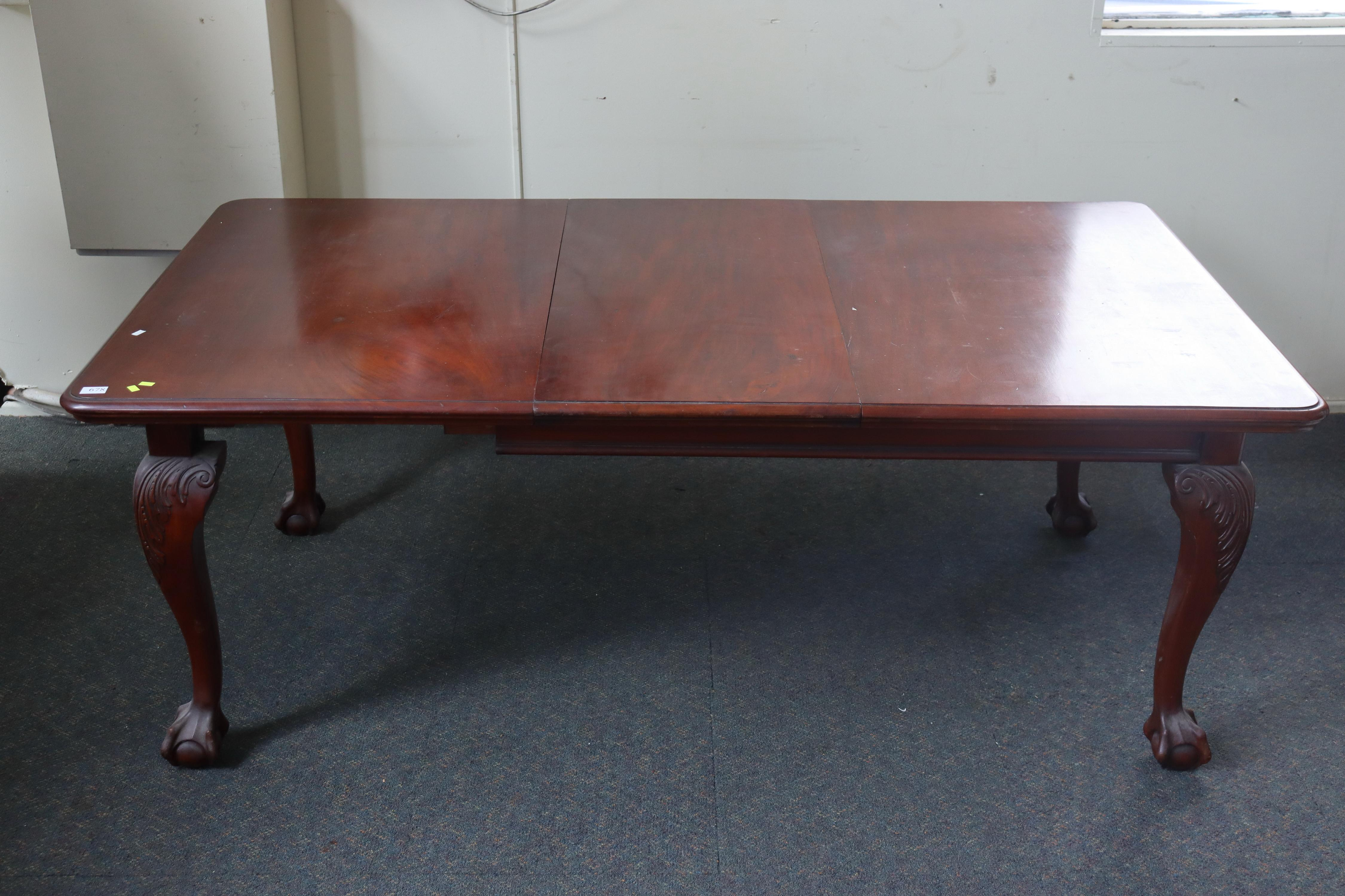 EDWARDIAN MAHOGANY EXTENSION TABLE WITH CARVED CLAW FOOT