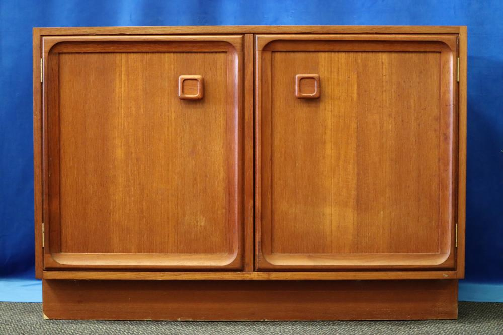MID CENTURY TEAK 2 DOOR CABINET
