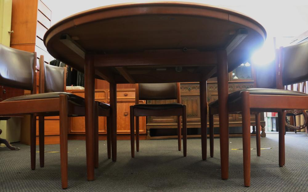 TEAK CHISWELL DINING TABLE & 6 DINING CHAIRS