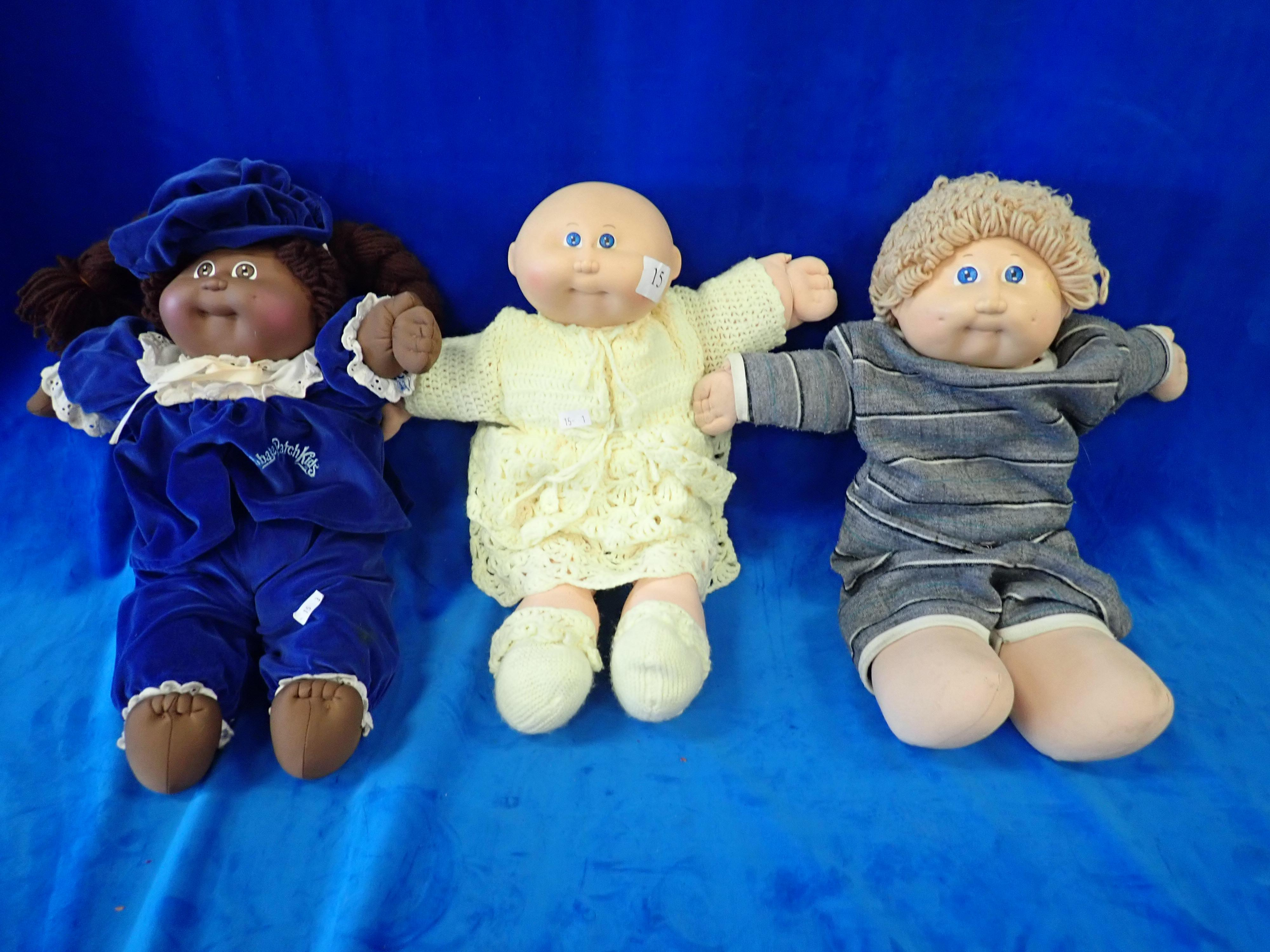 3 VINTAGE CABBAGE PATCH DOLLS 1978-1982 (1) NO. 25 BOLD BLUE EYES (2) NO. 41 BLOND BLUE EYES EXAVIER ROBERTS (3) NO. 14 DARK COLOUR BRUNETTE WITH PIGTAILS AND BROWN EYES