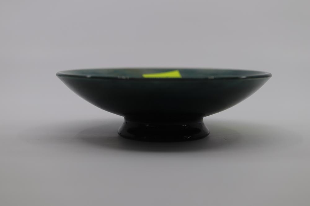 MOORCROFT FOOTED DISH COLUMBINE DESIGN 1953-1978 STICKER TO BASE 10.5CM