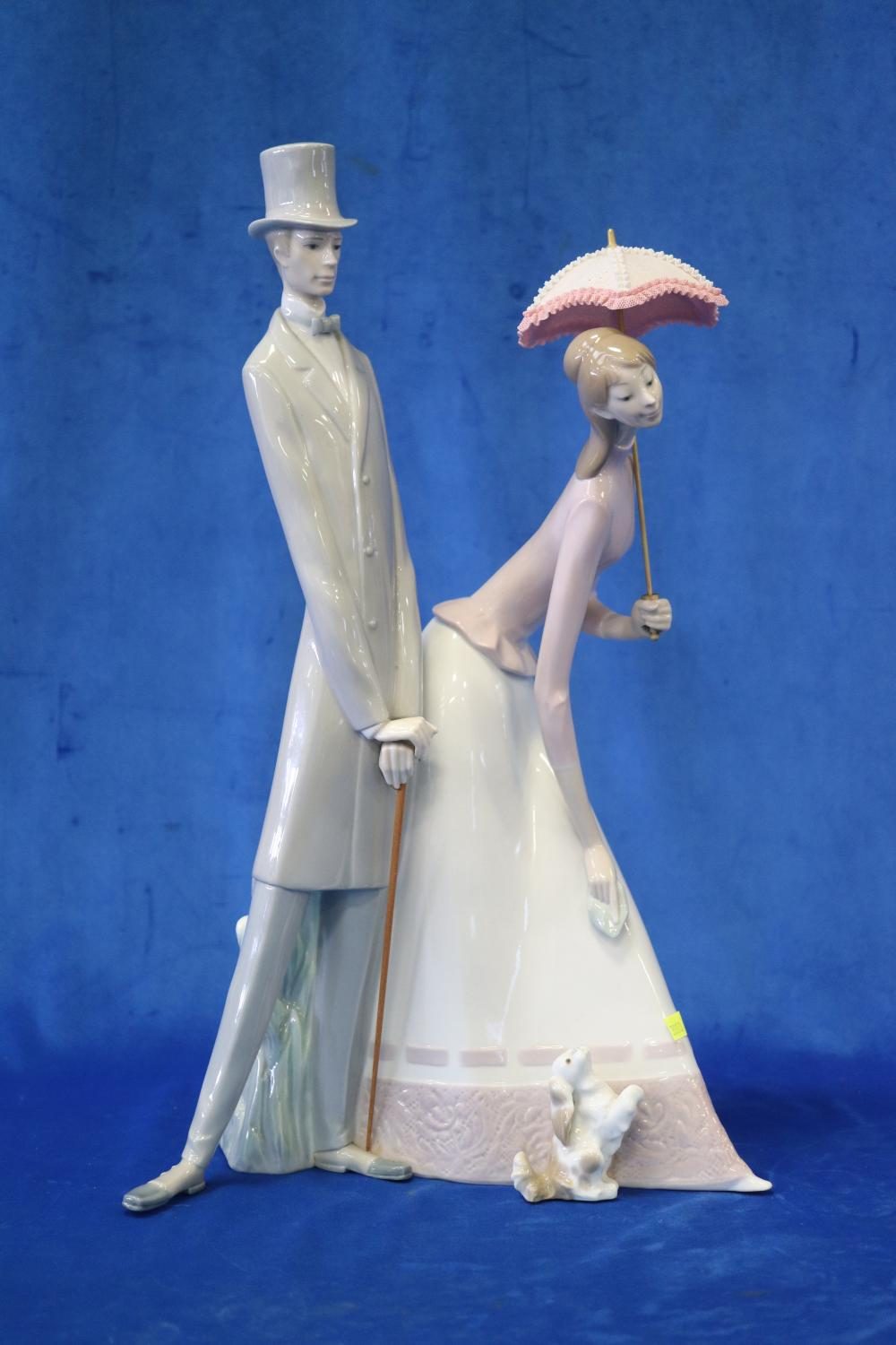 LARGE LLADRO FIGURE OF MAN & WOMAN WITH PUPPY, 50CM H