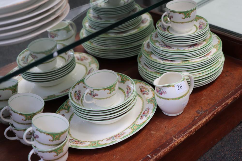 BARRATTS STAFFORDSHIRE CHELSEA PATTERN VINTAGE DINNER SET COMPRISING 6 X EACH LARGE DINNER PLATES , ENTRÉE SIZE PLATES , SIDE PLATES , SAUCERS & CUPS , PLUS LARGE PLATTER & JUG ) SOME CRAZING) 32 PIECES