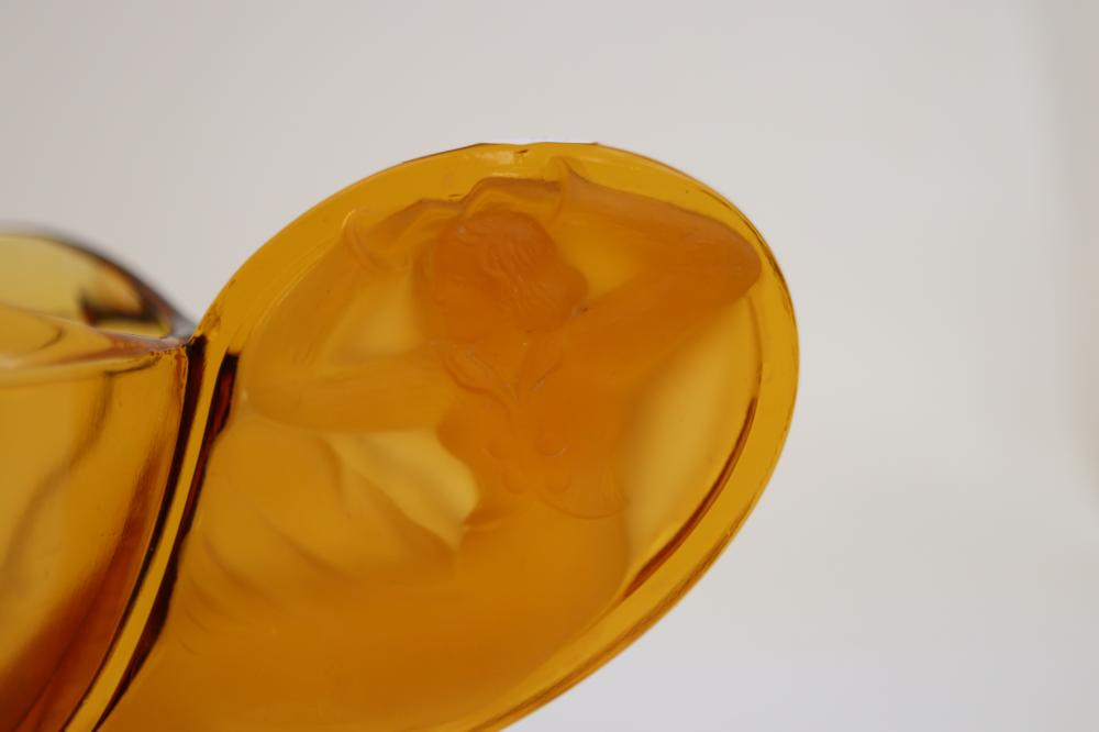ART DECO GLASS BOWL DOUBLE HANDLED,MINOR CHIP TO UNDERSIDE BASE