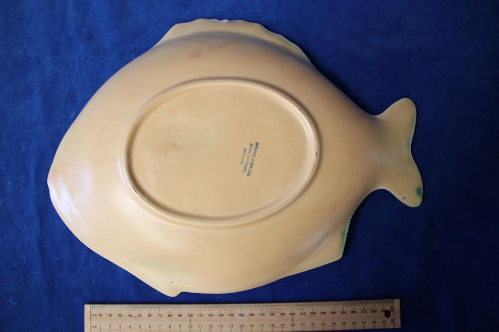 SHORTER & SONS 7 FISH FIGURED PLATES PLATTER 38CM X 38CM & 6 PLATES 22CM X 20CM