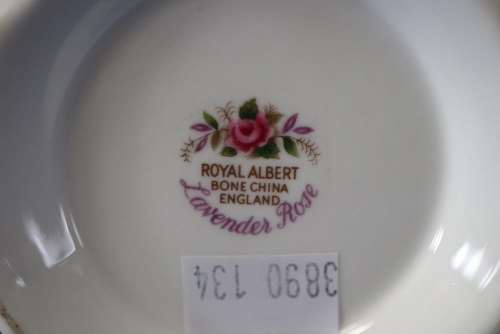 ROYAL ALBERT LAVENDER ROSE COFFEE POT