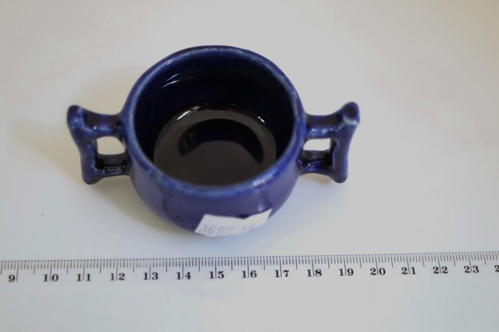 SMALL AUST POTTERY SIGNED BLUE DOUBLE HANDLED CUP BY REYNELLA PILLAR