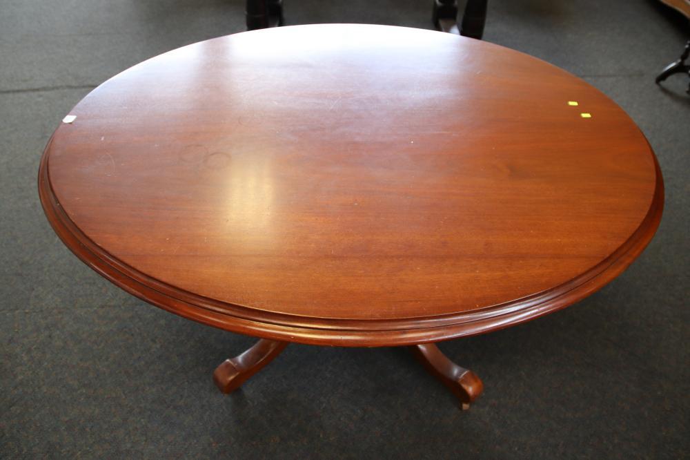 1 LARGE VICTORIAN LOO TABLE WITH PLAIN QUATREFOIL PEDESTAL BASE C1870 ((150 X 118 X 73 CM