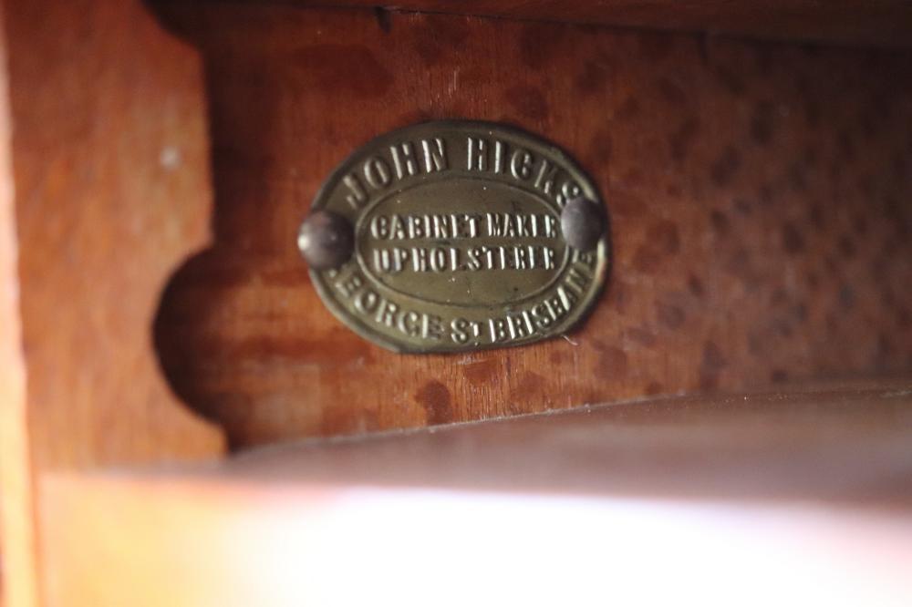 JOHN HICKS SILKY OAK LEADLIGHT DISPLAY CABINET WITH 4 SLIDING DOORS WITH LEAD LIGHTS 112 X 32 X 145 CM