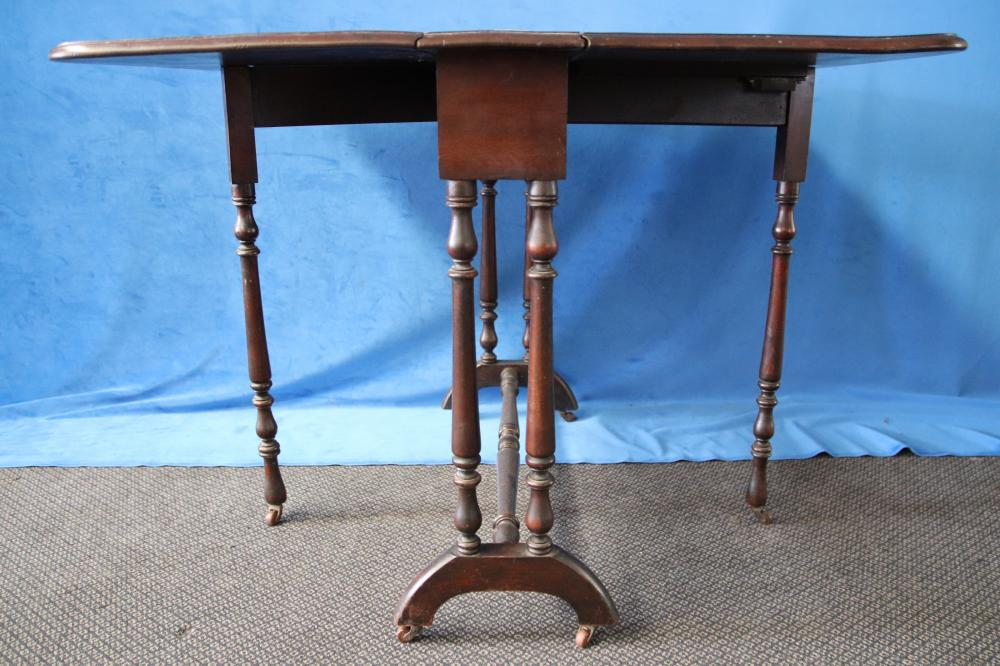 LATE VICTORIAN PEMBROKE TABLE WITH TURNED SUPPORTS C1870 (83 X 18 X 69 CM )