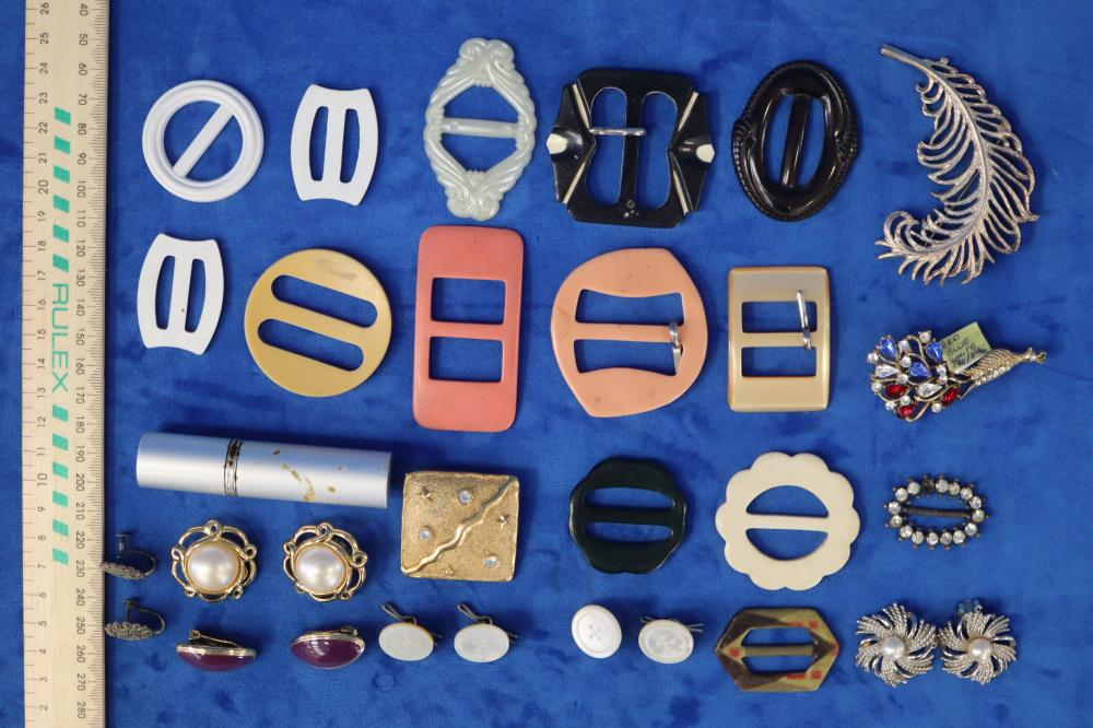 EMMA PAGE AND BARC EARRINGS PLUS BROOCHES 1 SIGNED PARK LANE & VINTAGE BROOCHES
