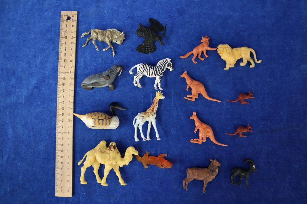 35 ZOO ANIMAL FIGURES