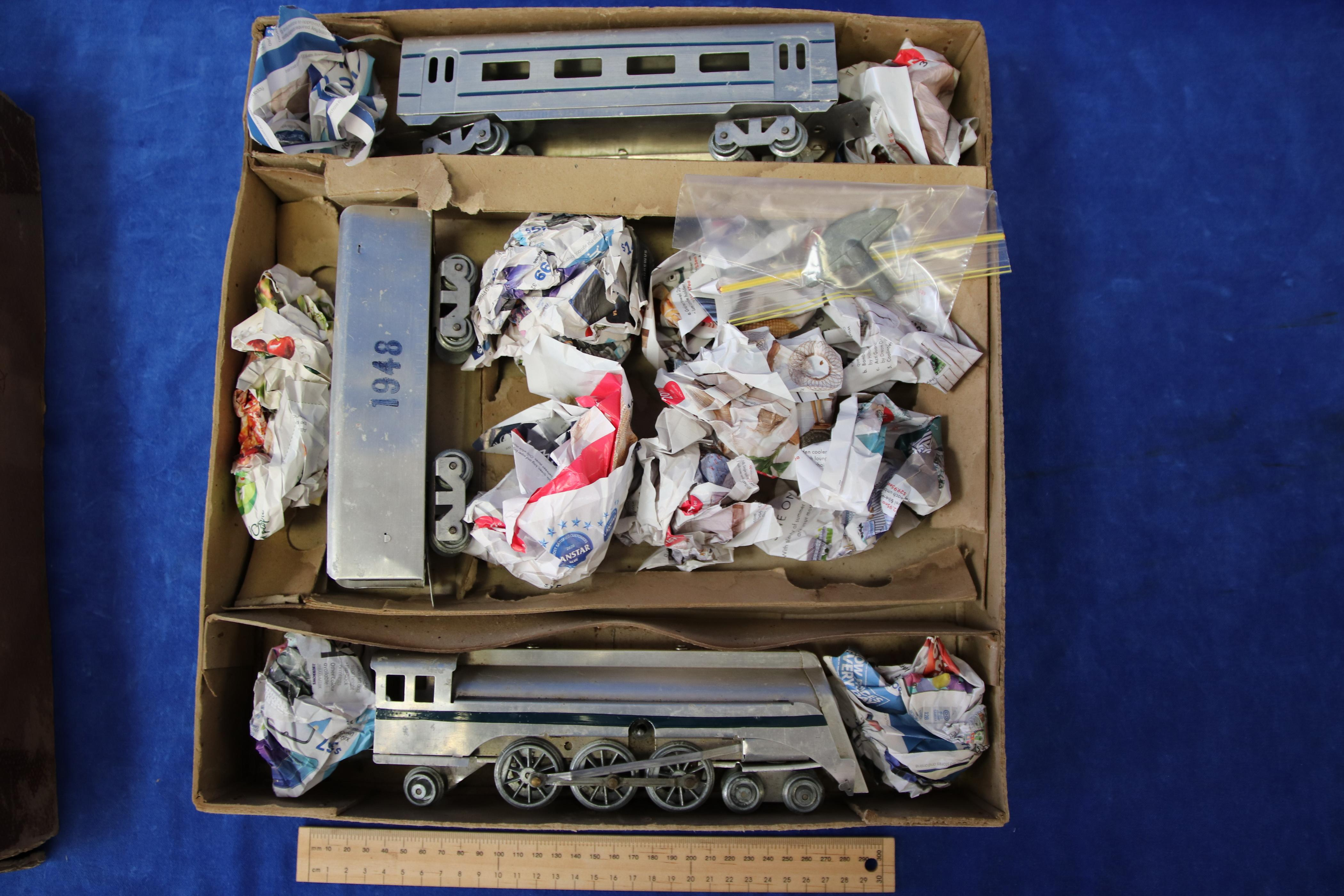 EARLY 1948 MAURALYN SILVER CHIEF O GAUGE TRAIN SET IN BOX TESTED RUNS, ALUMINIUM CLOCKWORK TRAIN, ORIGINAL BOX