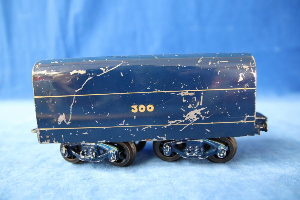 CLOCKWORK ROBILT MATTHEW FLINDERS O GAUGE SPIRIT OF PROGRESS LOCOMOTIVE TESTED RUNS WITH CORAL WAGON AND A CARRIAGE AND KEY