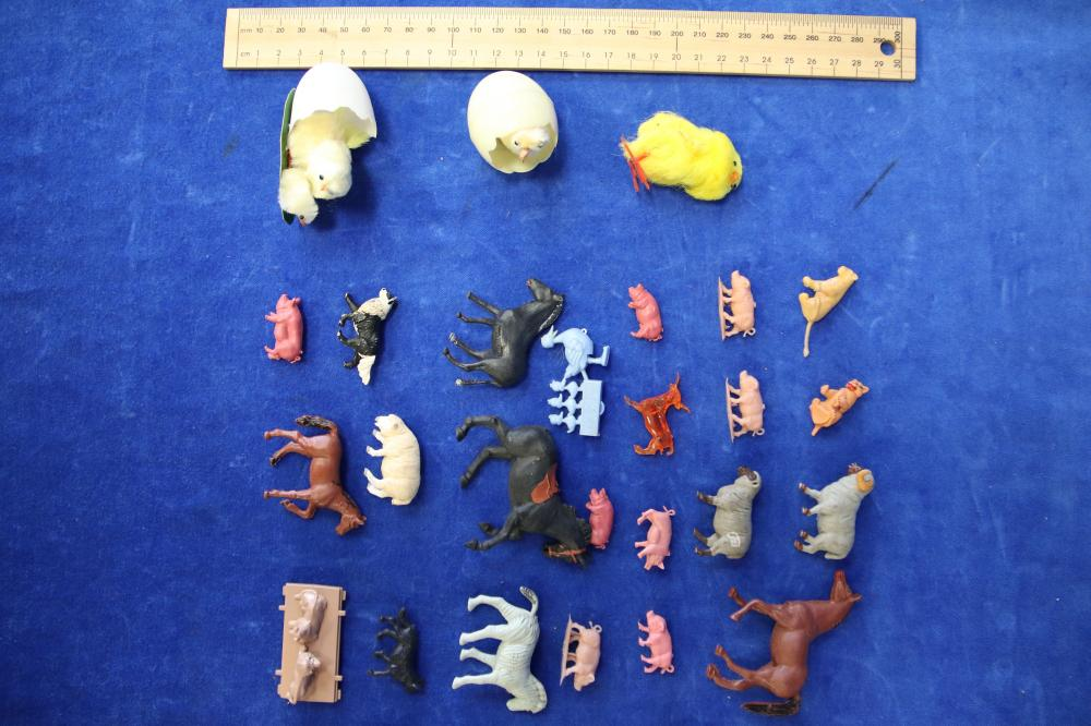 64 FARM ANIMALS AND 3 CHICK FIGURES