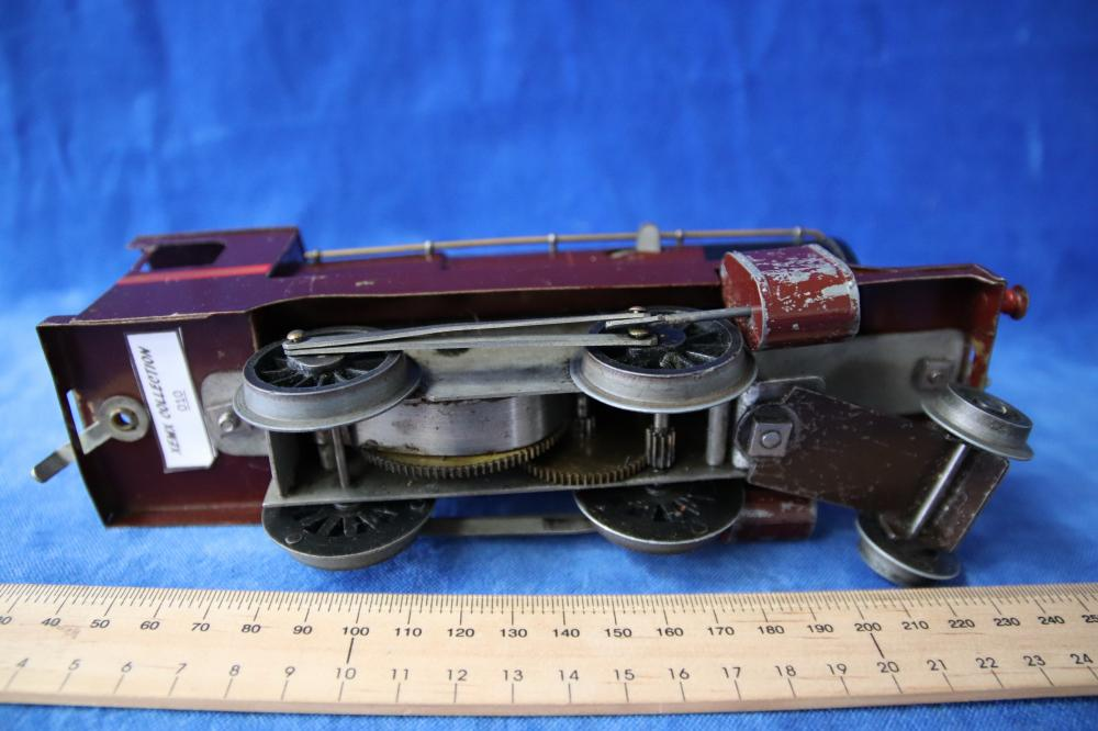 C1946 EARLY ROBILT O GAUGE TRAIN SET IN WOODEN BOX , LOCOMOTIVE, TENDER AND WAGONS FEATURE EARLY BRASS CONSTRUCTION AND BRASS RAILS