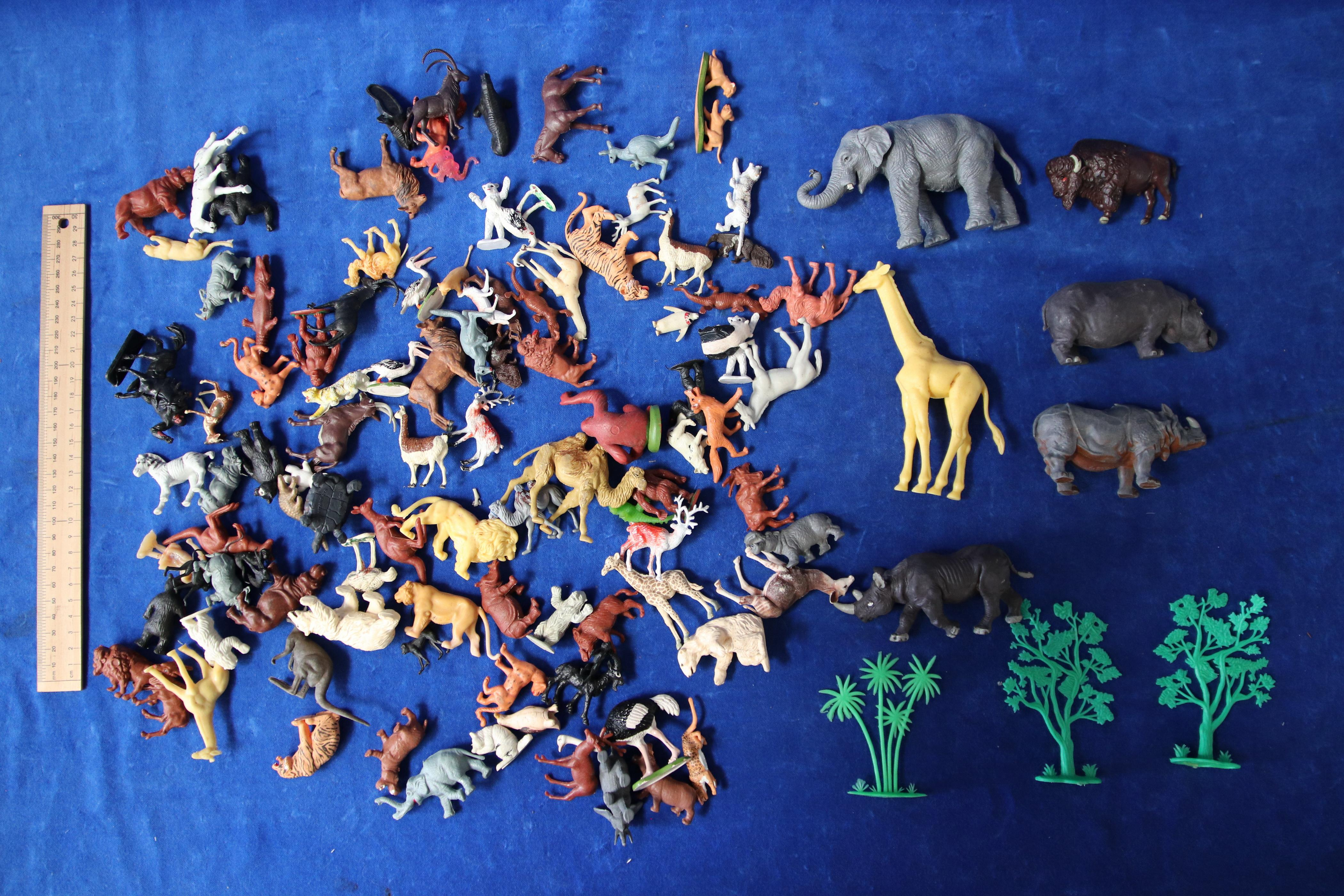 111 SMALL ZOO FIGURES AND 6 LARGER FIGURES
