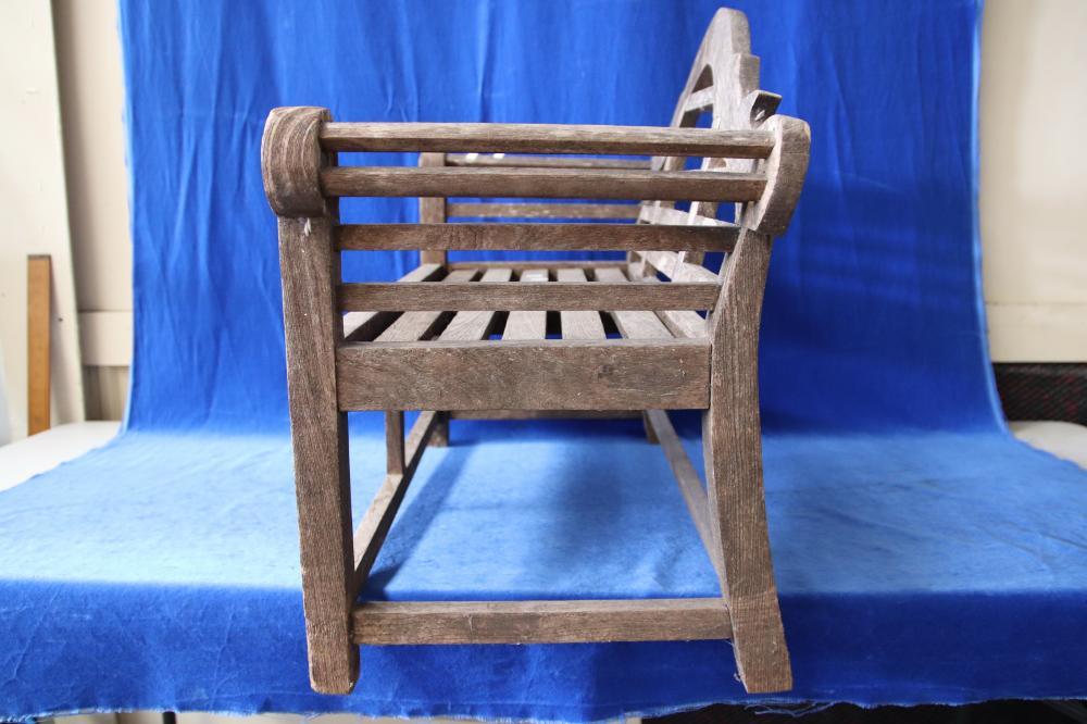 2 KIDS OUTDOOR BENCH SEATS (1 TIMBER /1 METAL)