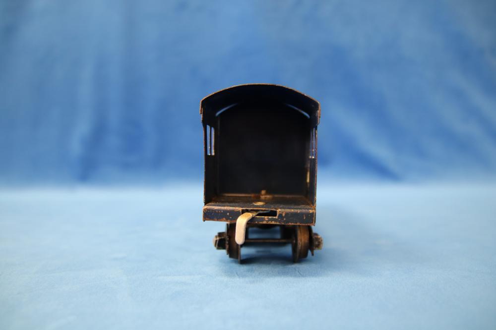 EARLY C1948 CLOCKWORK O GAUGE ROBILT SPIRIT OF PROGRESS LOCOMOTIVE AND TENDER RUNS AND A KEY