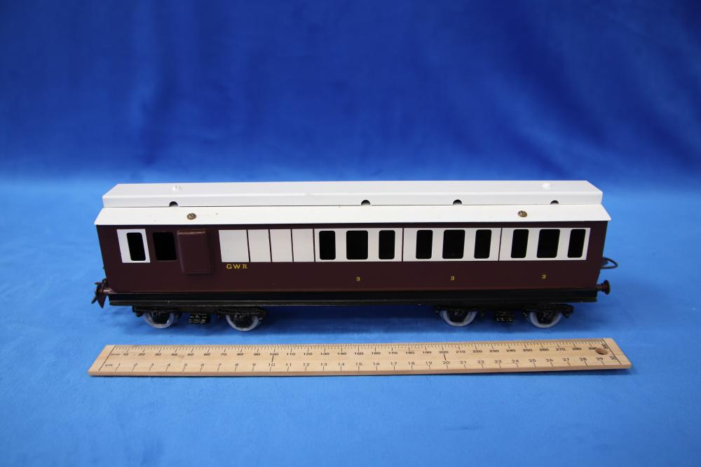 2 X MARKED RON FOX ( AUST) O GAUGE TINPLATE STYLE CLERESTORY COACHES BROWN AND WHITE ( STAMPED FOX UNDERNEATH)