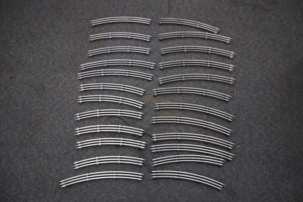 LOT OF MIDDLETON O GAUGE TINPLATE TRACK 42 INCH AND 36 INCH RADIUS