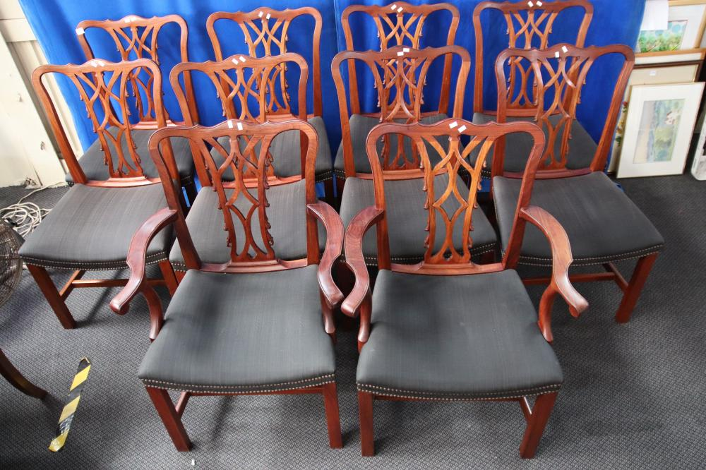 8 MAHOGANY CHAIRS + 2 CARVERS 20TH CENTURY PROVENANCE MOSS GREEN W 580 H950 W 490