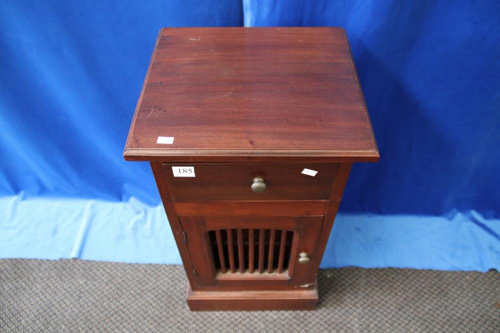 1 DOOR/1 DRAWER BEDSIDE TABLE