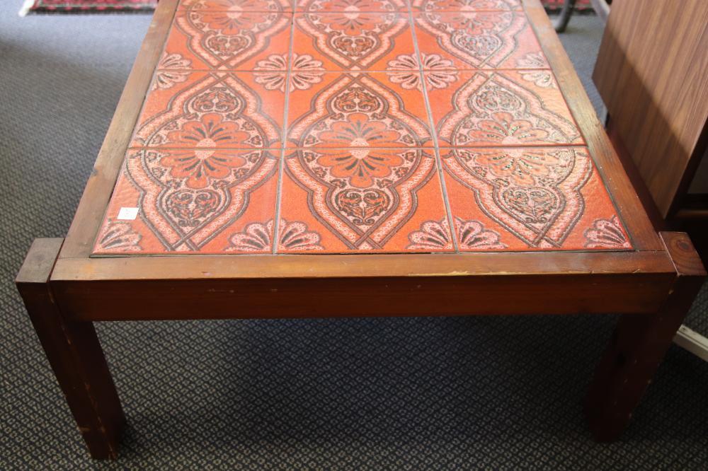 ROUND RETRO KITCHEN TABLE & TILED COFFEE TABLE AS FOUND
