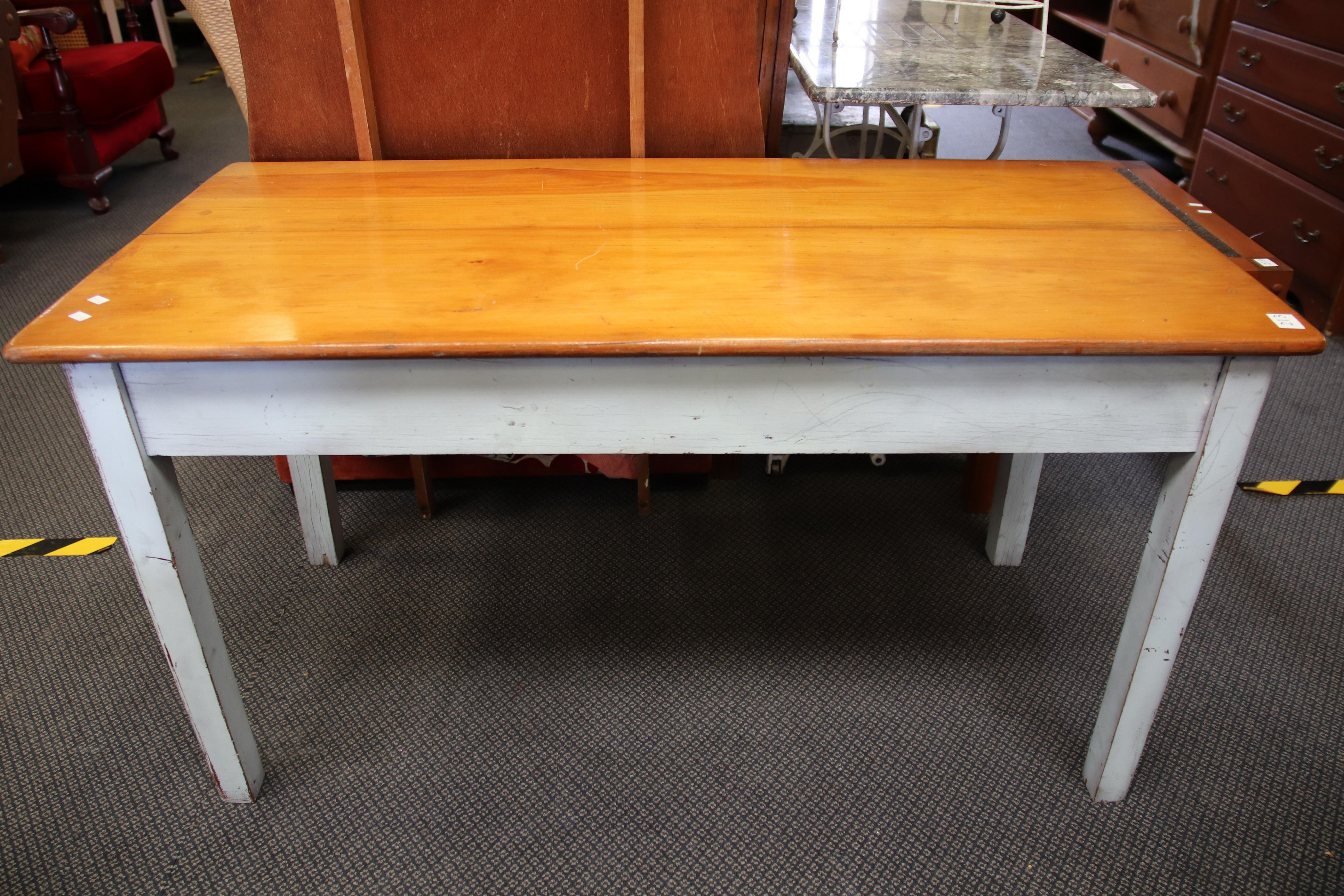 SMALL COUNTRY KITCHEN STYLE TABLE