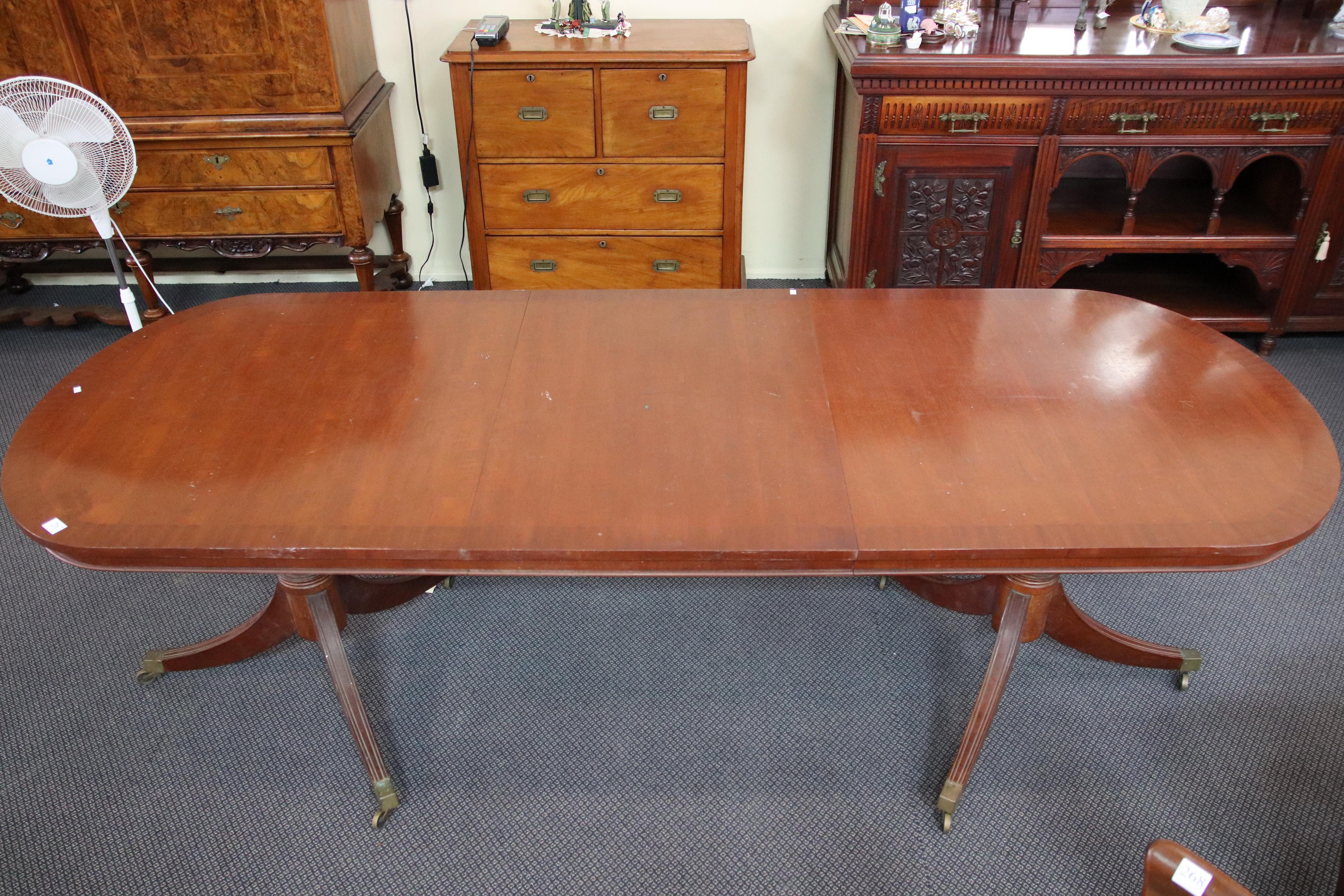OVAL EXT TABLE WITH 1 LEAF