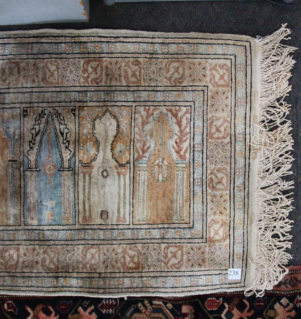 ANTIQUE HAND KNOTTED WOOL PRAYER RUG, CREAM TEMPLE AND FLORAL PATTERN, MEASURES 94CM X 68CM