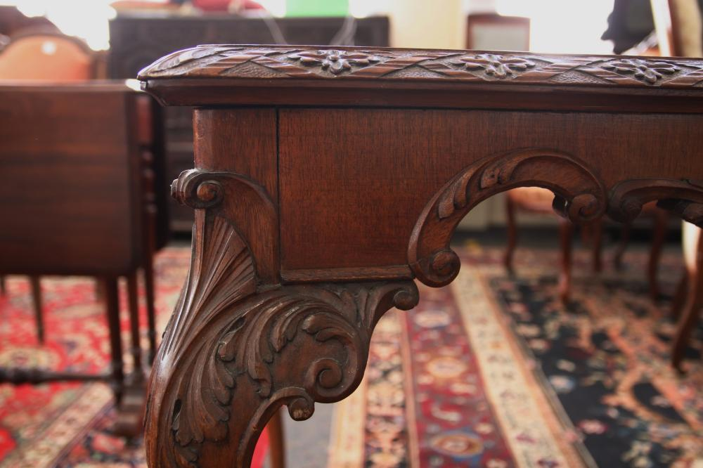 ENGLISH MAHOGANY SIDE TABLE, CHIPPENDALE STYLE WITH HAND CARVED EDGING, WITH QUEEN ANNE LEGS, CIRCA 1940'S, MEASURES 122CM W X 67CM D X 78CM H