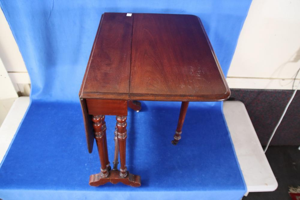 19TH CENTURY ENGLISH MAHOGANY SUTHERLAND TABLE, SMALL PROPORTIONS, TURNED LEGS, DROP SIDES, MEASURES 68CM D X 78CM H X 20CM W WHEN COMPACTED AND 96CM W WHEN BOTH SIDES ARE UP