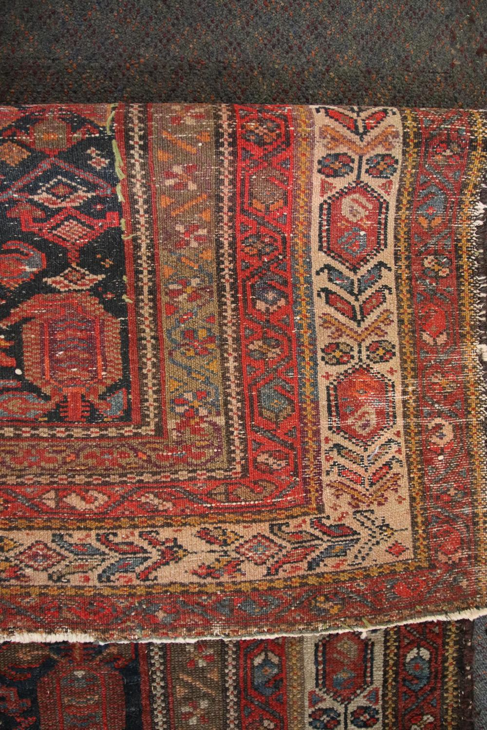 ANTIQUE PERSIAN HAND KNOTTED WOOL FLOOR KILIM, RED AND BLUE MEDALLION AND BORDER PATTERN, MEASURES 125CM X 185CM (WEAR AND FRAYED EDGES)