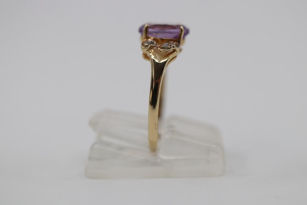 9CT (375) LARGE AMETHYST & DIAMOND RING, 1.2 GRAMS TOTAL WEIGHT, SIZE O