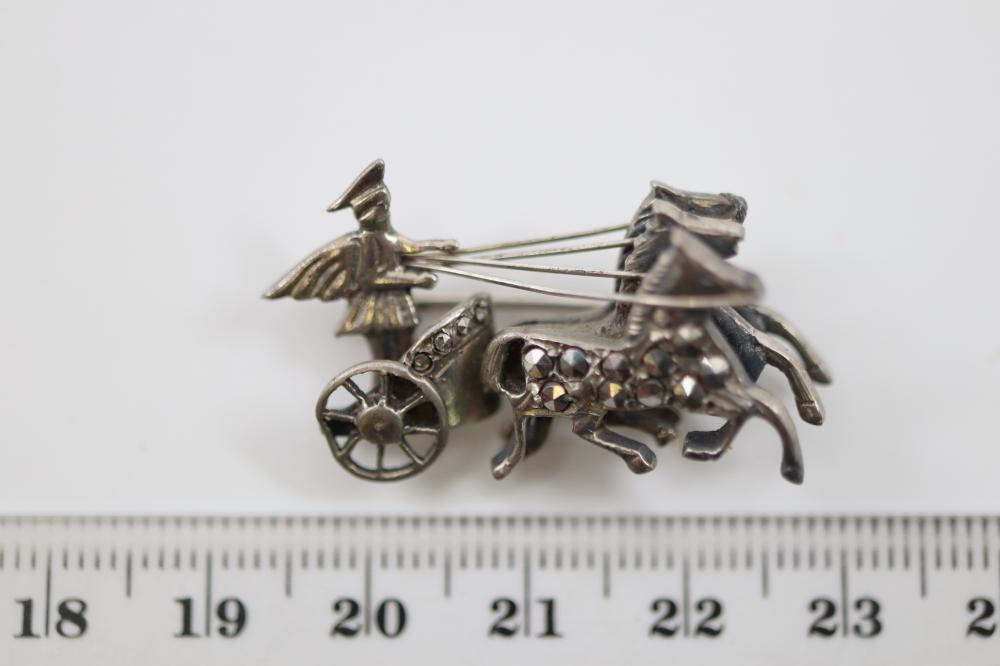 LOT OF 4 BROOCHES INCL BLUE BIRD DESIGN, SILVER CHARIOT